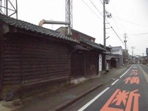 越前東郷駅を見てきました。 小安停留所近くのりっぱな建物/どこまでもアマチュア