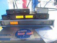 ワイヤレスマイク受信機とトランスミッタ