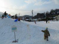 雪のすべり台