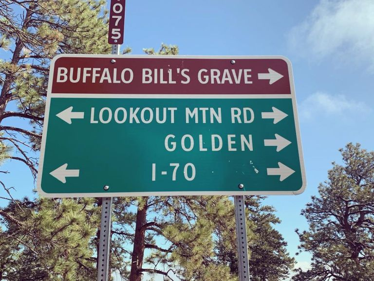Road sign for Lookout Mountain, Buffalo Bill's Grave, and various other locations.