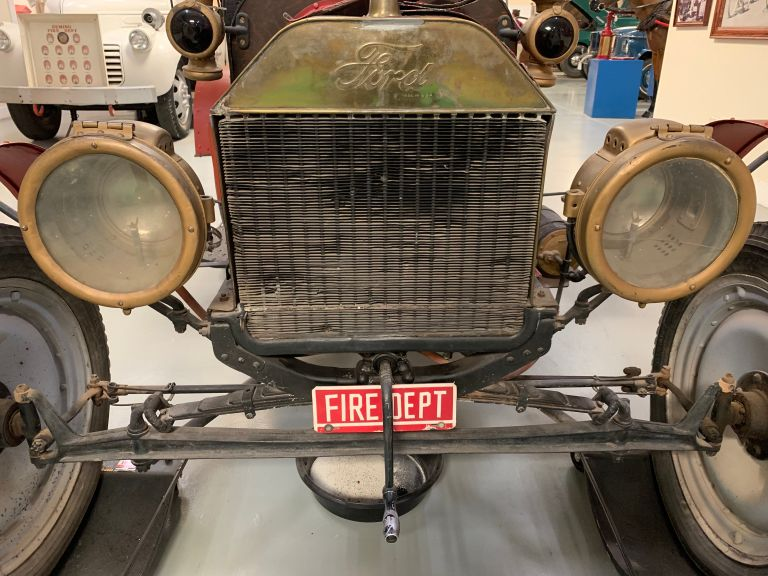 The front of a 1909 Ford Model T.