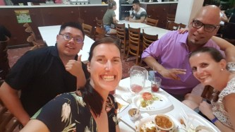 Unsere Zufallsgruppe beim Abendessen