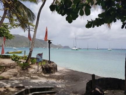 Die Bucht von Port Elizabeth. Man kann schon erkennen, dass St. Vincent und die Grenadinen ein beliebtes Seglergebiet ist.