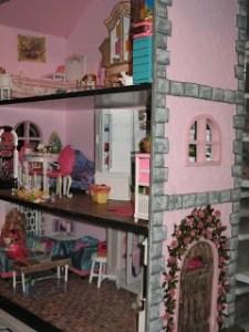 http://cheryl-comfort.blogspot.ca/2012/12/barbie-house.html