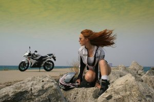 AmandaLynnMayhew.  http://www.deviantart.com/morelikethis/326922776/photography/transportation?view_mode=2#skins