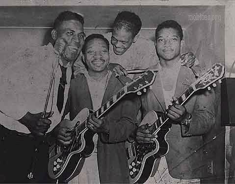 Hubert Sumlin and the Howlin' Wolf Band with Kay Twin Twin guitars