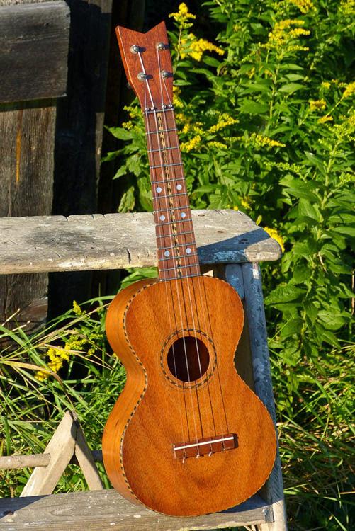 Old Harmony Uke