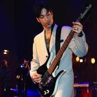 Prince playing his Longhorn Dano bass