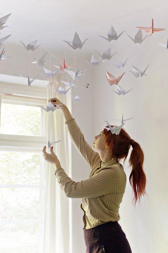 decorazione camera da letto con origami gru