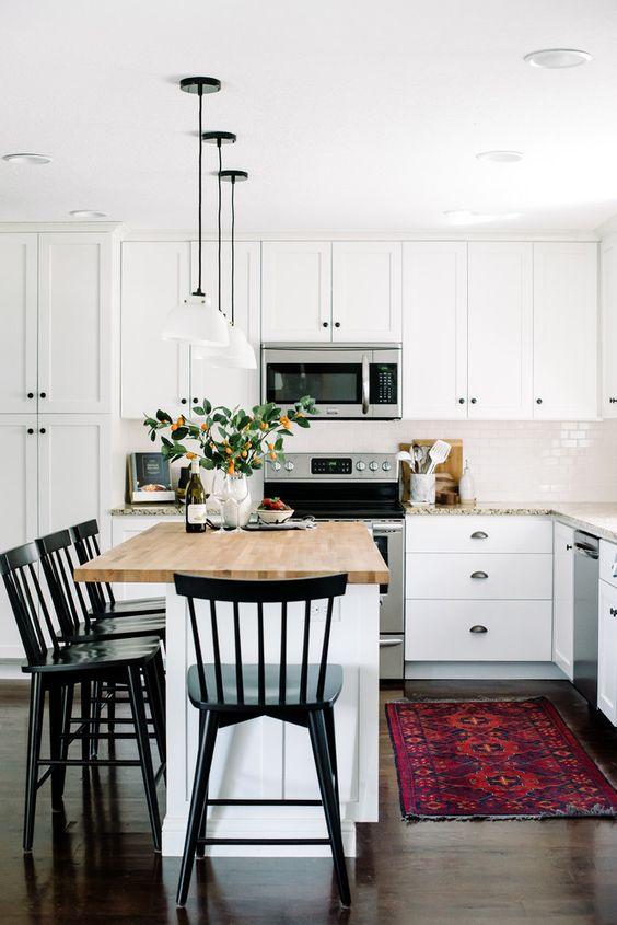 sedie nere in cucina