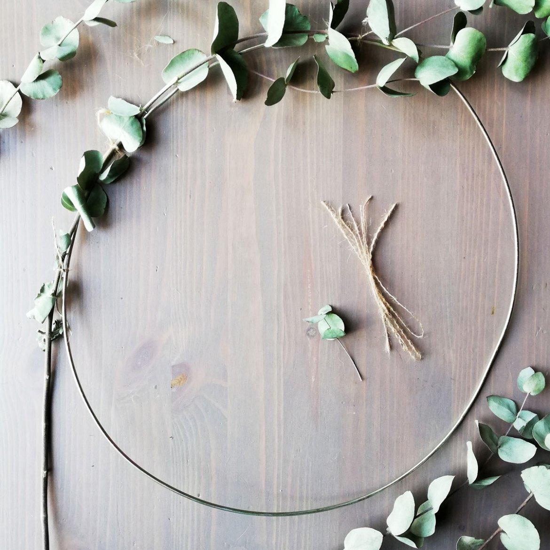 anello metallo ghirlanda di eucalipto