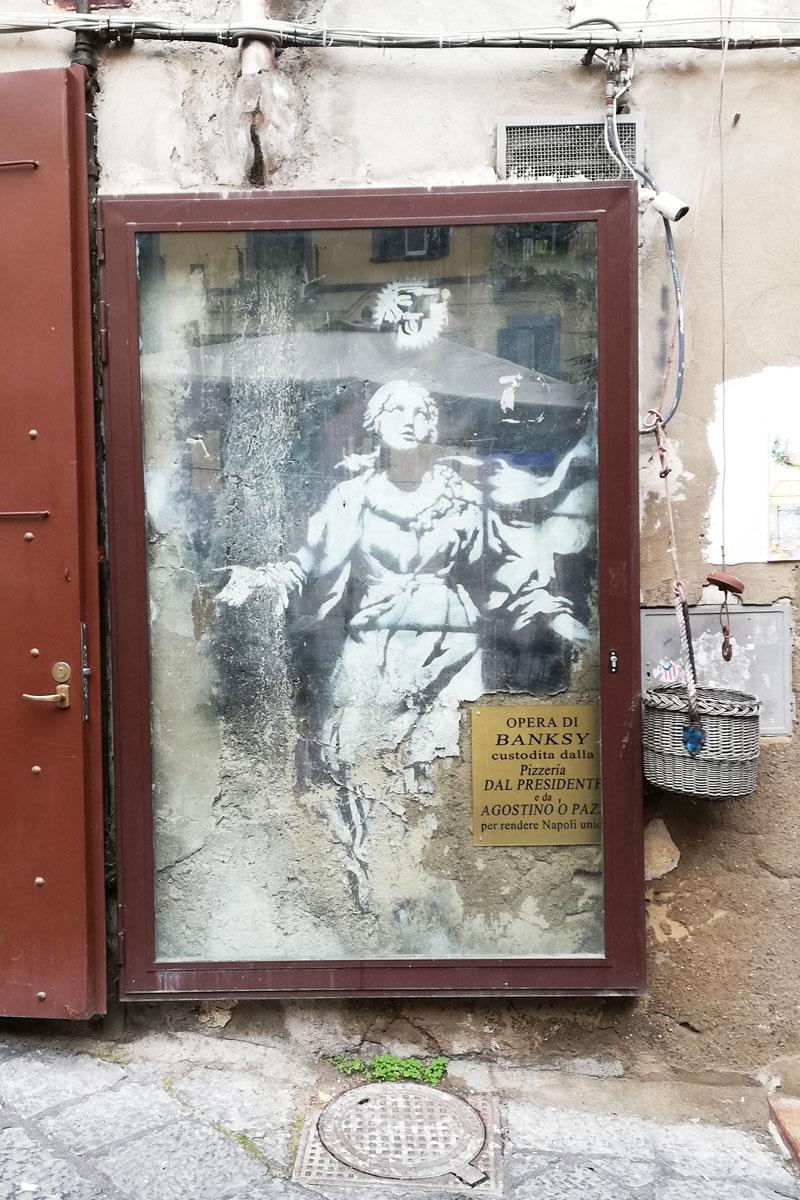 ksy Napoli Madonna con la pistola