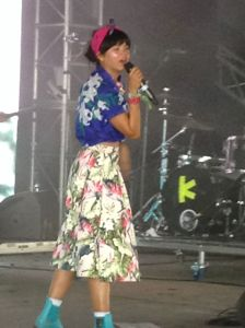 Li Saumet of Bomba Estereo draw audience quickly