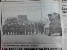 Ejercito realiza violento desbloqueo en Patacamaya, La Paz (La Razón, abril del 2000)