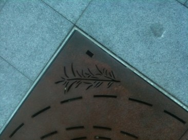 Eaton Mall, Tree grill motif