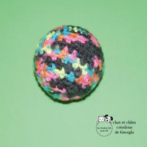 Ballaine bariolée, balle créée par Georgia pour chat et chien