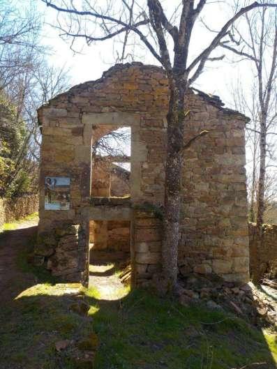 Le hameau de la Jasse, des travaux sont en cours pour consolider les ruines