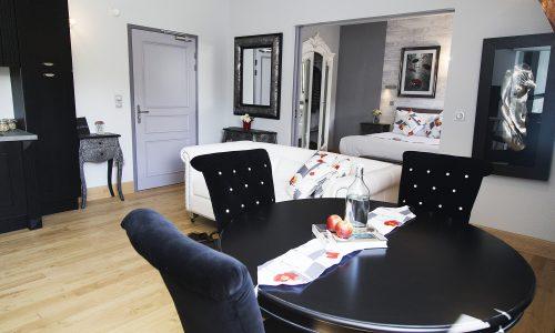 chateau de jalesnes suite hotel loire valley france