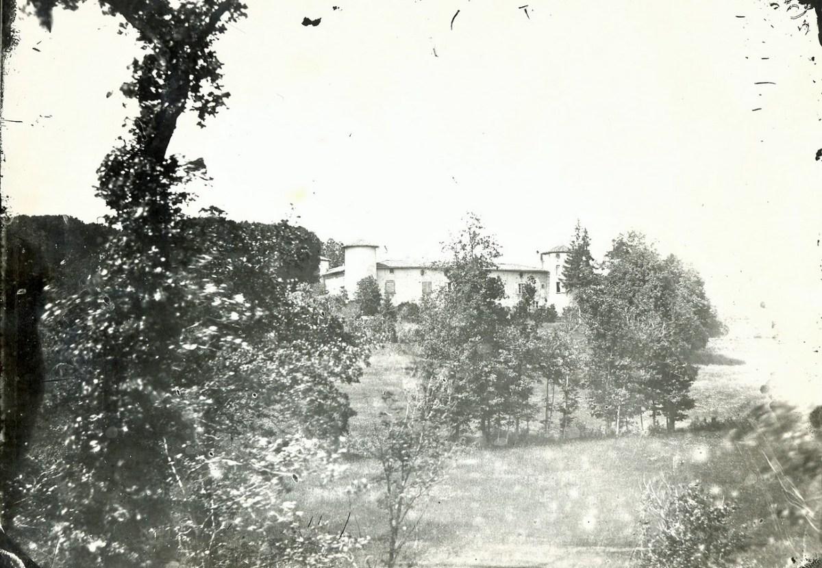 Saconay - La façade Sud-Est prolongée au XVI°