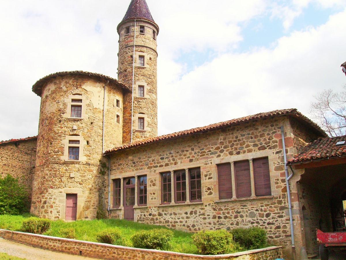 Saconay - La tour du Nord, la tour du guet et l'orangerie