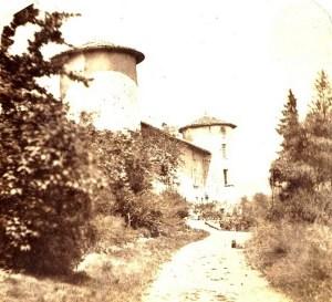 Saconay - Le chemin arrivait devant la façade Sud-Est