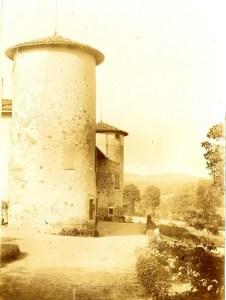 Saconay - Les tours Est et Sud de la Carrodière