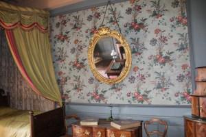 Saconay - Tentures de la chambre des oeillets