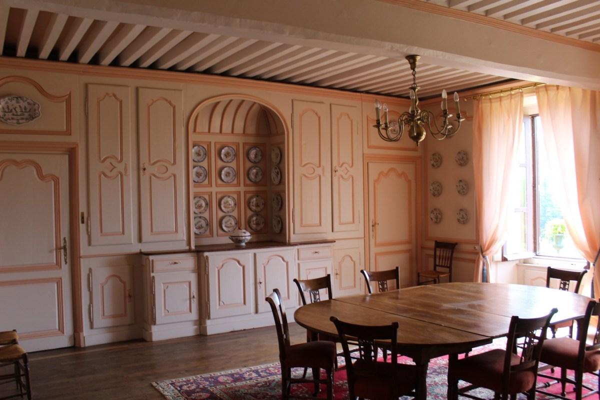 Saconay -La grande salle-à-manger