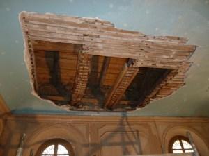 Saconay - Des planches neuves forment maintenant le sol du grenier au desssus de la chapelle
