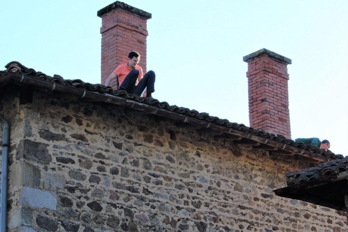 Saconay-Armand-un-peu-trop-au-bord-du-toit