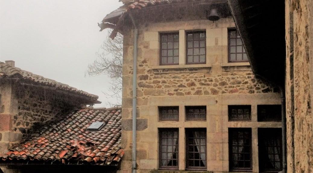 Saconay - Une chute de tuiles, deux toits endomagés