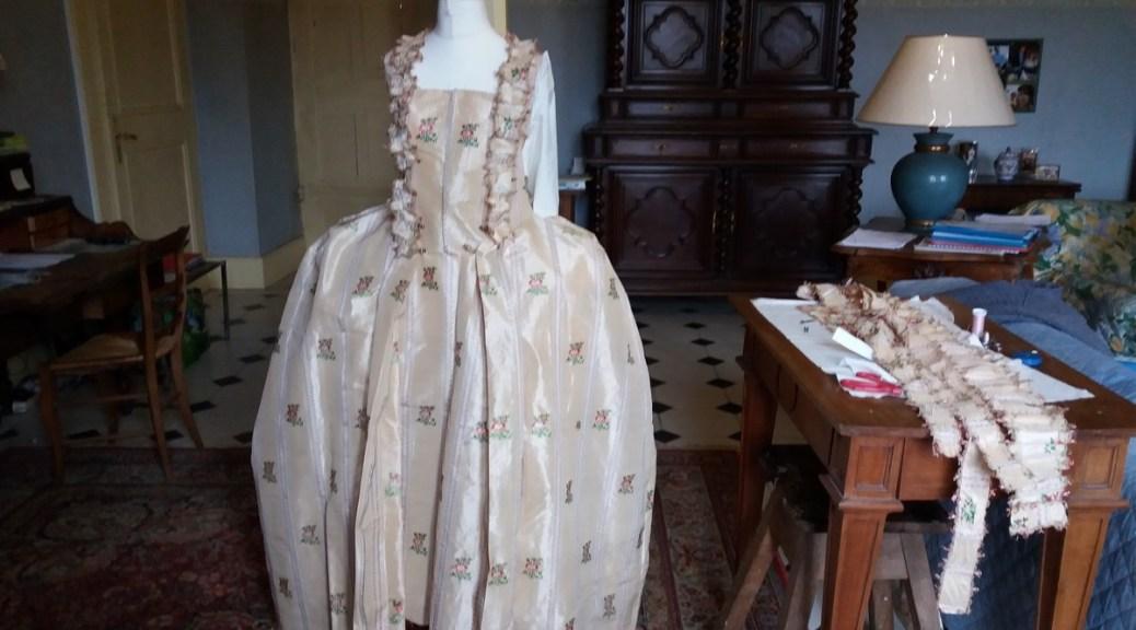 Saconay - Le montage de la robe est bien avancé