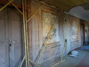 Saconay - Les écrans seront appuyés contre les murs