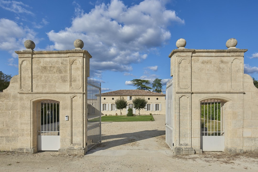 Château Elegance Entrance