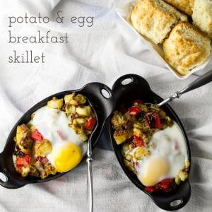 Is breakfast the most important meal of the day? It is if you're eating this cheesy potato and egg breakfast skillet. It's perfect for your Easter brunch! | recipe from chattavore.com