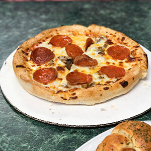 Ricko's Pizzeria is a pizza restaurant in Lakesite, Tennessee (Soddy-Daisy/Hixson) that serves pizza, pasta, & sandwiches & has quickly made a name for itself! | Restaurant review from Chattavore.com