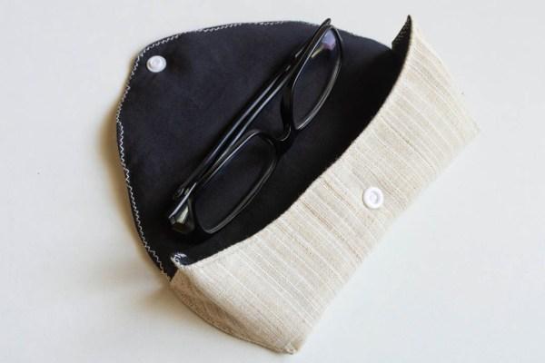 Eyeglass Case Black White 3 https://chaturango.com/eyeglass-and-sunglass-pouch-black-and-white/