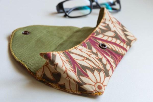 Eyeglass Case Kalamkari Pink 2 https://chaturango.com/eyeglass-and-sunglass-pouch-kalamkari-pink/