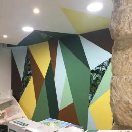 certaines formes sont marouflées avec le papier peint Jungle utilisé dans la pièce principale