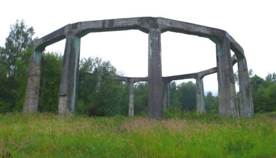 A estrutura onde, presumivelmente, o sino era colocado.