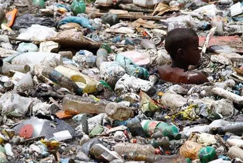 Há um perigo real de que deixaremos as futuras gerações apenas com escombros, desertos e lixo