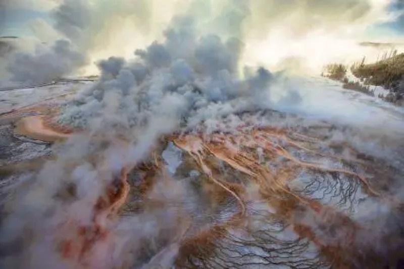 Mais de um terço do Parque Nacional de Yellowstone fica dentro da caldeira de um vulcão ativo