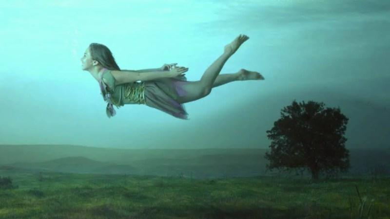"""Se sonhos lúcidos não acontecem muito com você naturalmente, antes de saber instruções que podem ajudar a """"sonhar lucidamente"""", é importante entender que são apontados alguns perigos, que segundo este artigo, seriam pequenos, mas existem."""