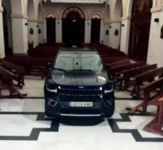 fiel-possuido-invade-igreja