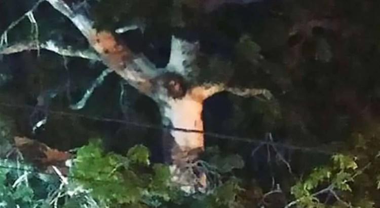 A imagem de Jesus aparece em uma árvore durante a quarentena de uma cidade na Colômbia