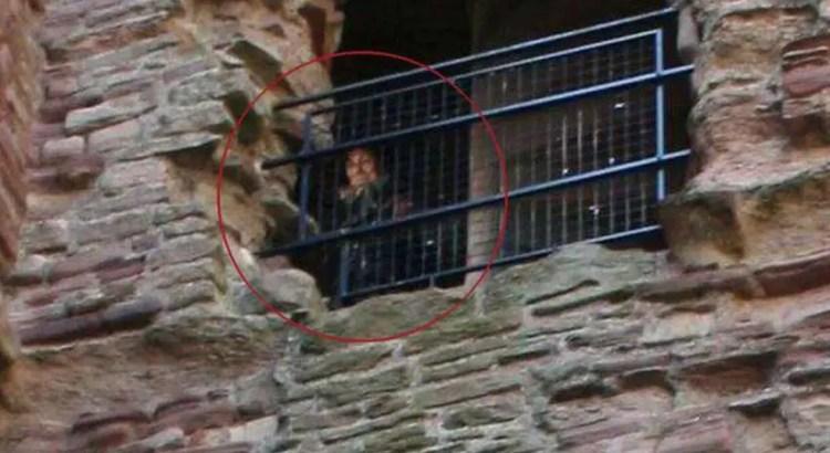 A foto de um fantasma em um castelo escocês continua sem explicação mais de 10 anos depois