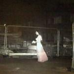Câmera de segurança detecta uma noiva fantasmagórica em um canteiro de obras na Inglaterra