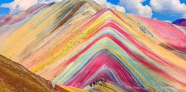 Montanha de Vinicunca, ou de Sete Cores, fica 5,2 mil acima do nível do mar