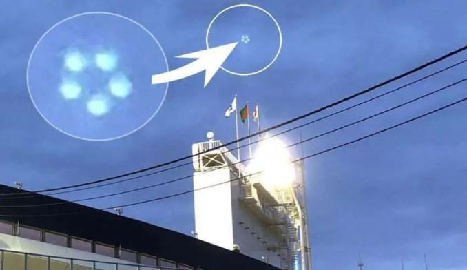 Centenas de pessoas veem cinco OVNIs em formação sobre um estádio no Japão