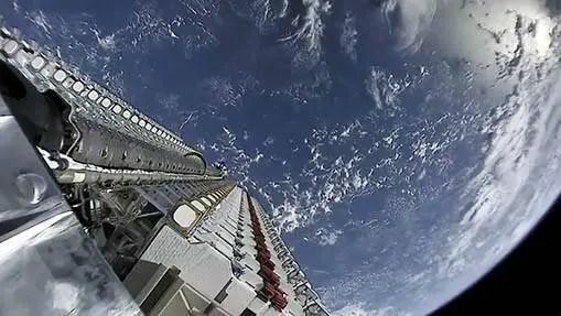 """Dois """"grandes pedaços de lixo espacial"""" com alto risco de colisão: desastre no espaço?"""